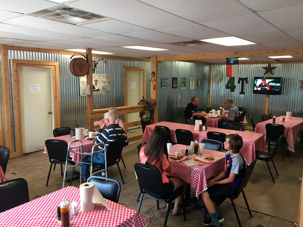 Photo of interior of 4-T's Bar-B-Q & Catering