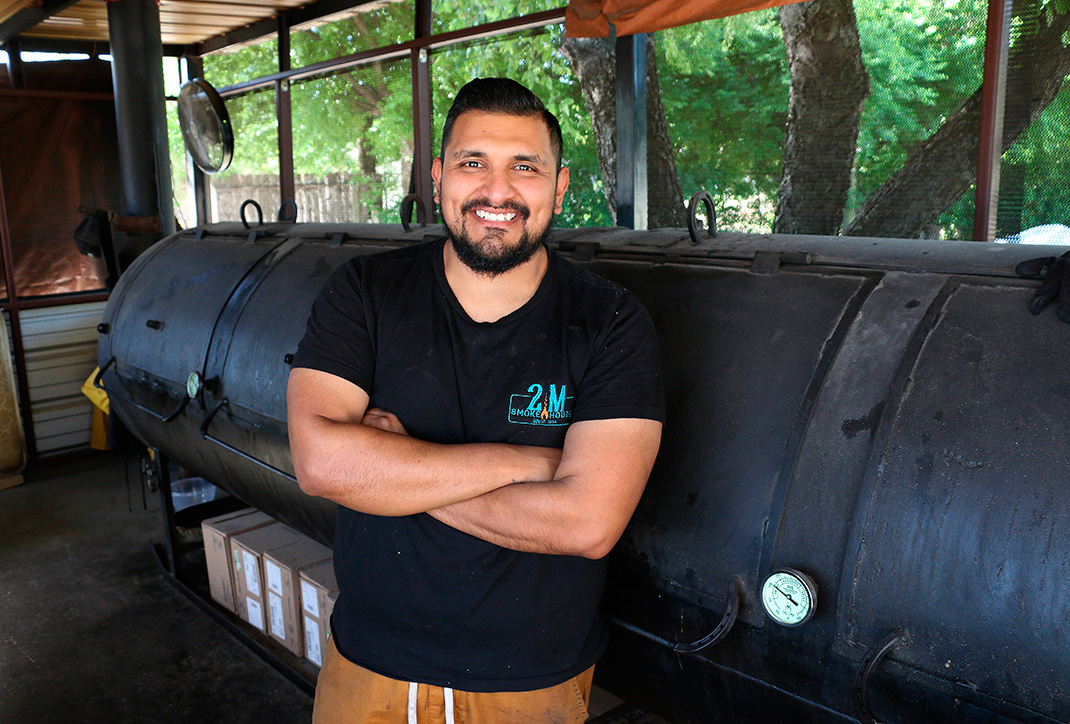 Photo of pitmaster Esaul Ramos & the 2M Smokehouse smoker