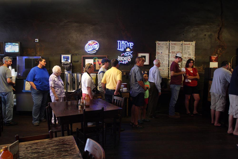 Photo of line at Louie Mueller Barbecue in Taylor